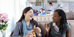 bonne santé amis qui discutent forme physique